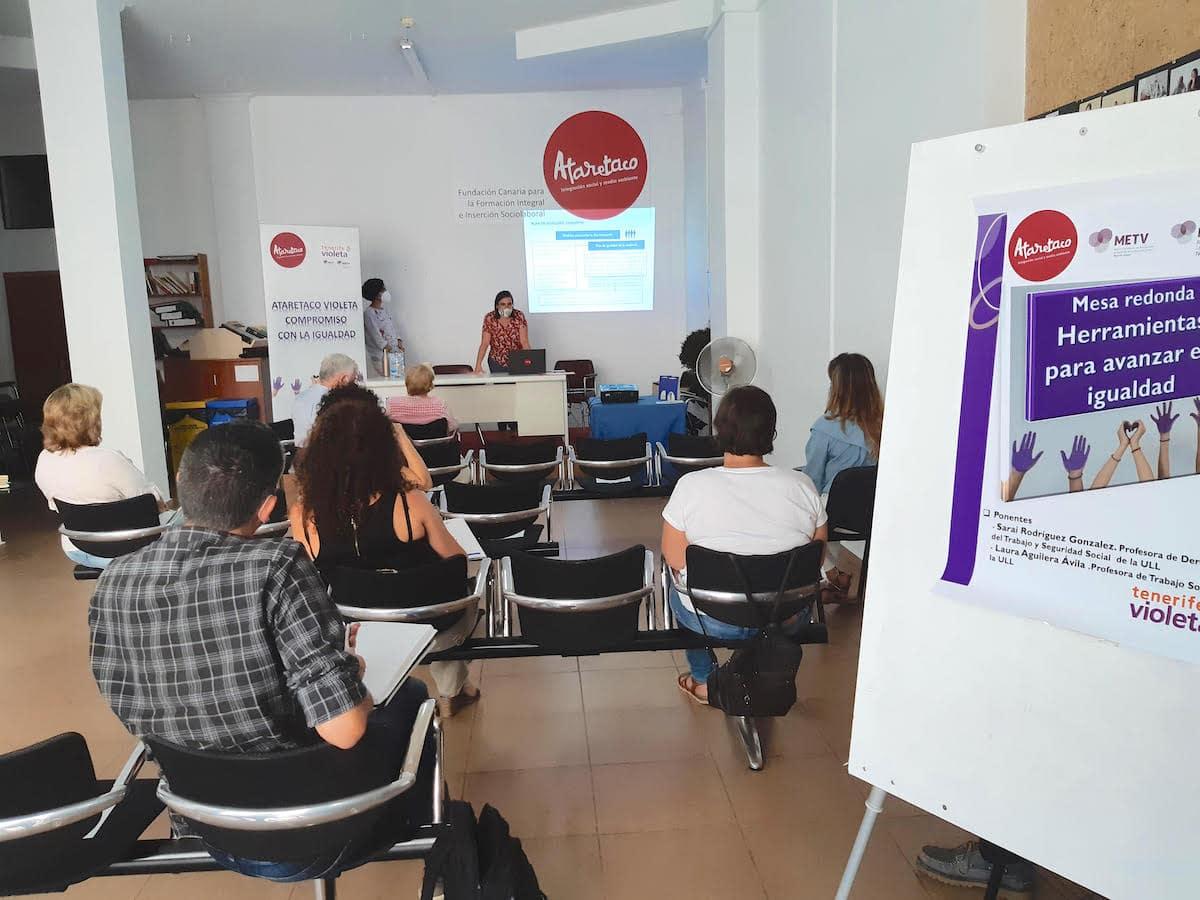 Mesa redonda en Ataretaco  sobre el Plan de Igualdad