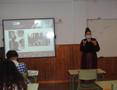 Encuentro de las voluntarias europeas de Ataretaco con el alumnado del CEPA San Cristóbal